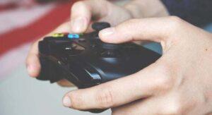 Escuelas sugieren usar consolas de videojuegos para hacer tareas