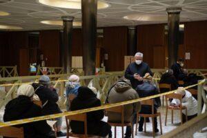 Vaticano inicia vacunación a personas sin techo en centros de asistencia