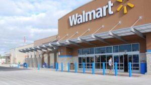 Cierra Walmart de Laredo por desinfección de covid