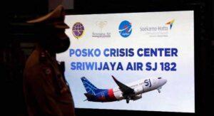 Avión de Indonesia: Tres bebés y siete niños, entre las víctimas del Boeing