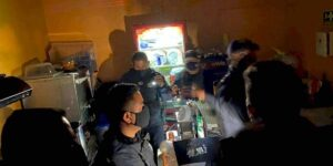 Clausuran bar en Pachuca en el que jóvenes entraban por un refrigerador falso