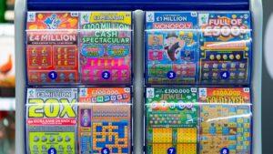 Novia le regala boleto de lotería, gana y ahora le exige premio