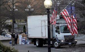 ¡Adiós, Trump! Camión de mudanzas frente a Casa Blanca se viraliza en redes