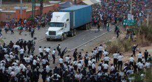 Enfrenta Guatemala por segunda vez a caravana migrante hondureña