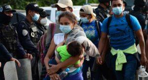 Caravana de migrantes hondureños viene a la frontera alentados por llegada de Biden