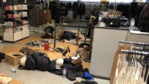 Histórica nevada en España mantiene atrapadas a 100 personas en un centro comercial (FOTOS)