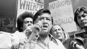 Quién fue César Chávez, mexicano que homenajeó Biden con un busto