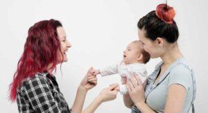 Oaxaca reconoce legalmente a una bebé con dos madres
