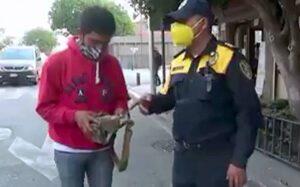 Policía devuelve mochila con 30 mil pesos, era para comprar oxígeno