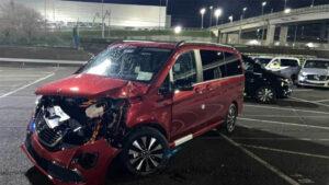 Por despecho: Un exempleado destrozo 69 autos en fábrica de Mercedes (VIDEO)