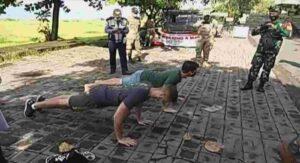 Autoridades castigan con flexiones a los turistas sin cubrebocas (VIDEO)