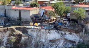 Fuga de agua ignorada provoca que 40 casas SE DERRUMBEN en Tijuana (FOTOS)