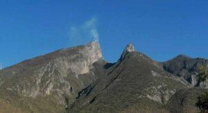Fumarola en el Cerro de la Silla causa alarma a habitantes de Monterrey VIDEOS