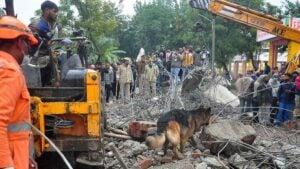 Mueren 23 personas tras derrumbe de techo durante un funeral