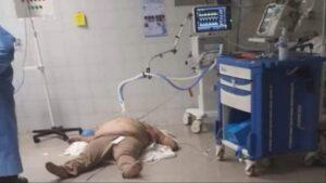 Hombre muere en el piso de un hospital, ¡entérate del porqué!