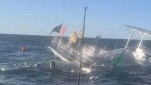VIDEO: Se hunde barco con 60 turistas en Puerto Vallarta