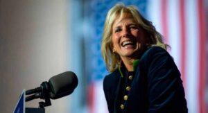 Jill Biden seguirá trabajando como maestra durante mandato de su esposo