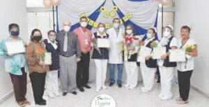 Homenajean a héroes blancos de la pandemia