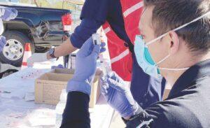 Texas: Culpan a gobernador de mala distribución de vacuna anti covid-19