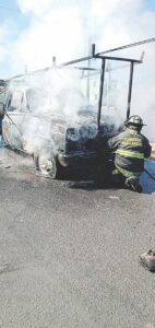 Se quema camión; se salva conductor