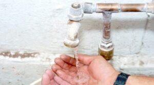Sufren por baja presión de agua en 34 colonias