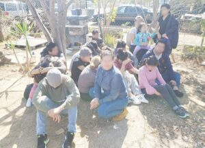 Localizan una niña entre 25 migrantes