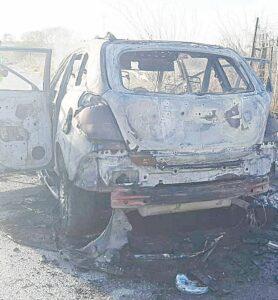 Se salva mujer de morir quemada dentro de su SUV