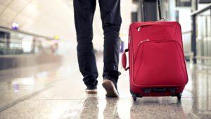 En Tamaulipas una mujer fue encontrada cargando un bebé dentro de una maleta