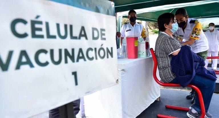 Maestros de Campeche durante la vacunación