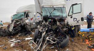 Brutal carambola de tráilers y una camioneta en el Mex 2: un muerto y tres heridos VIDEO/ FOTOS