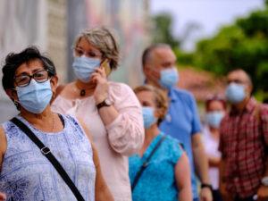 Mexicanos viajan y saturan hospitales de EEUU para vacunarse contra el Covid