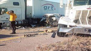 Identifican a 3 laredenses fallecidos en accidente de la milla 52