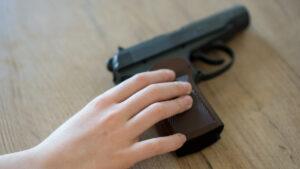 Niño de 9 años lleva arma cargada a escuela en Texas
