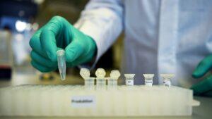 Vacunas CureVac y Novavax iniciarán Fase 3 en México