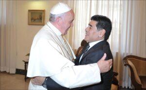 Papa Francisco calificó a Diego Maradona como un poeta