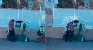 VIDEO: Un señor paga juego mecánico para subir a su perrito a cabalgar