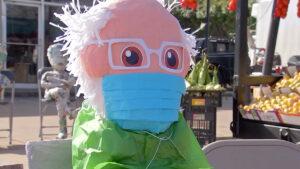 Piñata de Bernie Sanders causa sensación en Texas