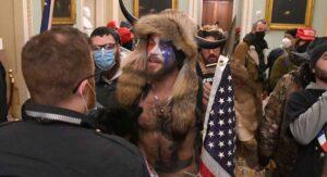 Asaltan el Capitolio; toque de queda en Washington
