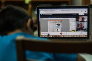Regresan hoy a clases en línea 81 mil alumnos