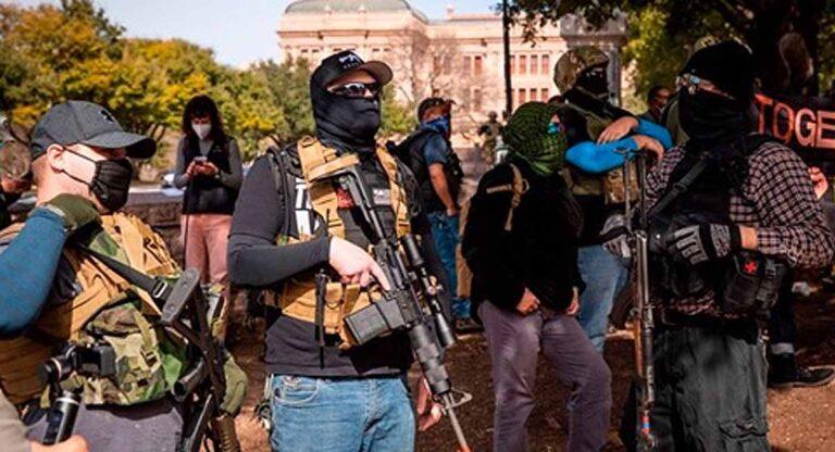 Gente armada llegó a Austin y otras capitales