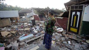 Sismo en Indonesia reporta hasta el momento 42 muertos y 802 heridos