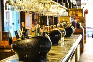 Suspenden dos bares de Laredo, Texas por violar normas anti Covid-19