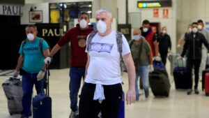 EU exigirá prueba negativa de Covid a viajeros en avión