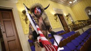 ¿Quién es el vikingo pro Trump que participó en el asalto al Capitolio?