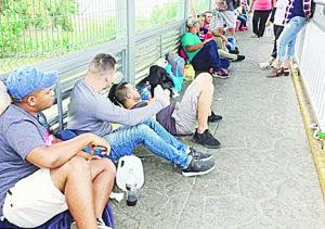 Migrantes esperan luz verde para asilo