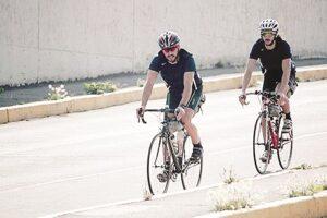Prefieren los coches a las bicicletas, por seguridad