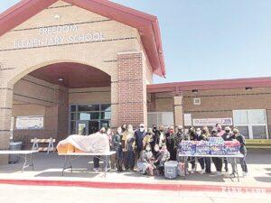 Laredo, Texas: Dan pizzas a más de 300 familias afectadas por apagones
