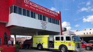 Cesan director de base de bomberos por permitir a mujer hacer sesión de fotos en las instalaciones