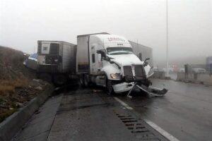 Cierran Autopista en dirección a Saltillo por aparatoso choque