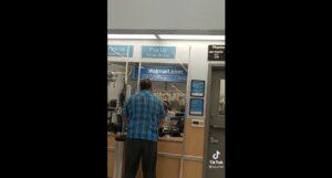 Abuelito es discriminado en walmart por pagar con monedas